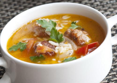 Сытный суп из говядины с рисом и картошкой