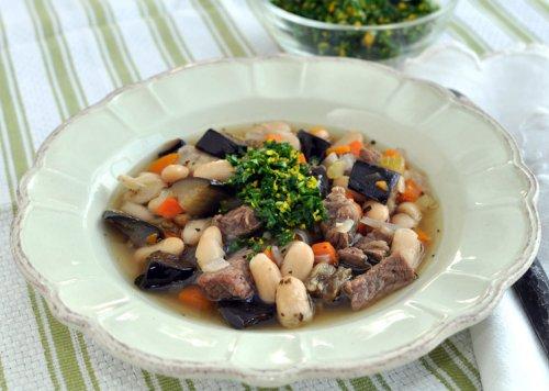 Простой суп из говядины на косточке с фасолью